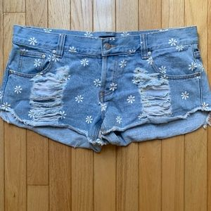 MINKPINK DISTRESSED DAISY SHORTS